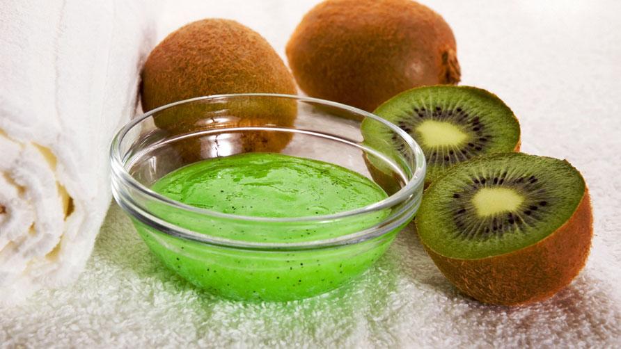 Masca cu kiwi, albus si ulei de masline