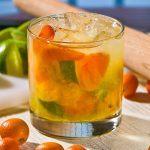 Caipirinha cu kumquat si miere: un cocktail de inspiratie braziliana